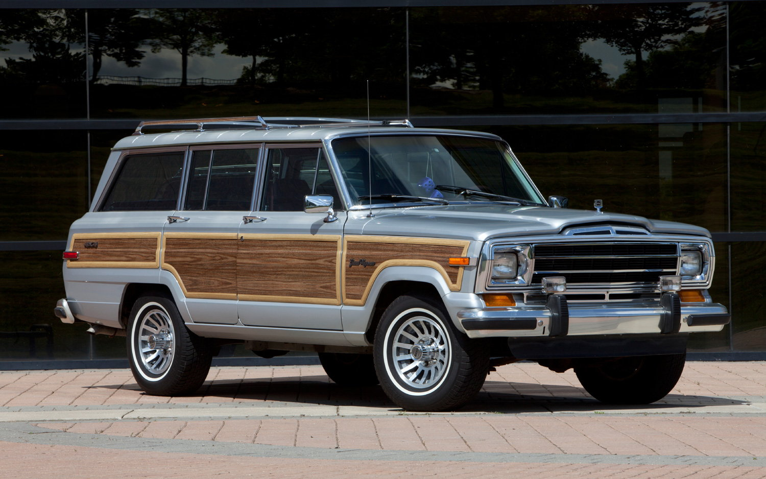 2015 Jeep Wrangler Inside >> Jeep Grand Wagoneer to tackle Range Rover in 2018 - Page 3