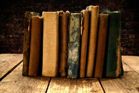 What is Shabby Chic and How to Do It, antique books