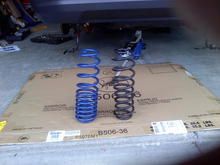 Ford Racing M-5300-N rear spring (left). Original stock spring (right).