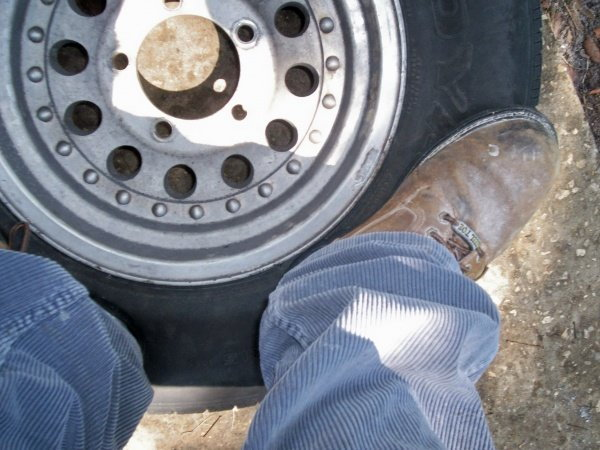 Breaking the bead on a tire
