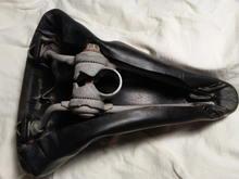 underside of no-name saddle