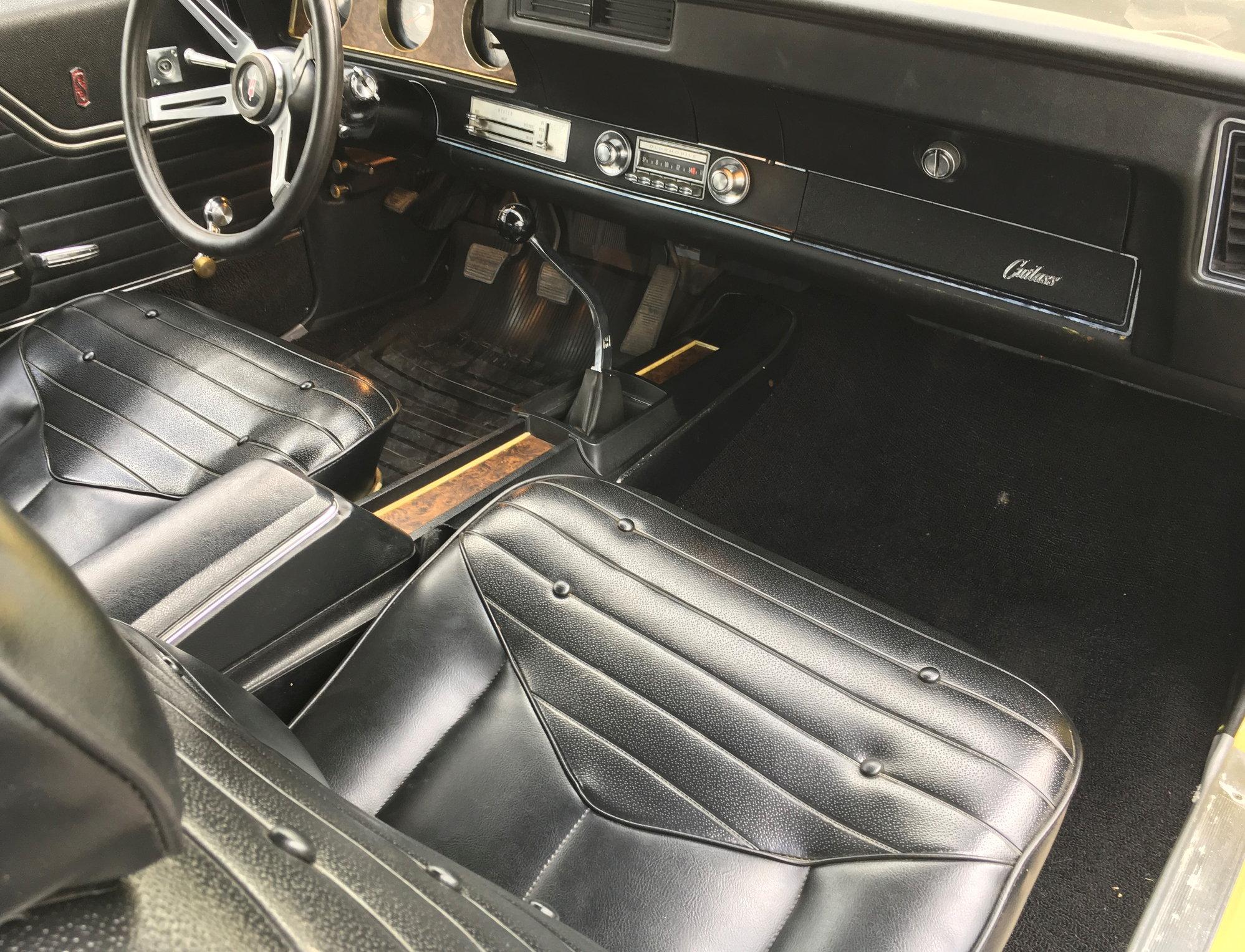 1970 Cutlass Rallye 350 4 Speed / Buckets / Console (SOLD