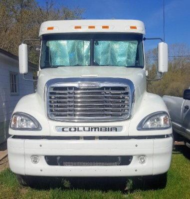 Freightliner   for Sale $24,000