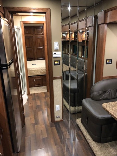 2014 SHOWHAULER  for Sale $229,900