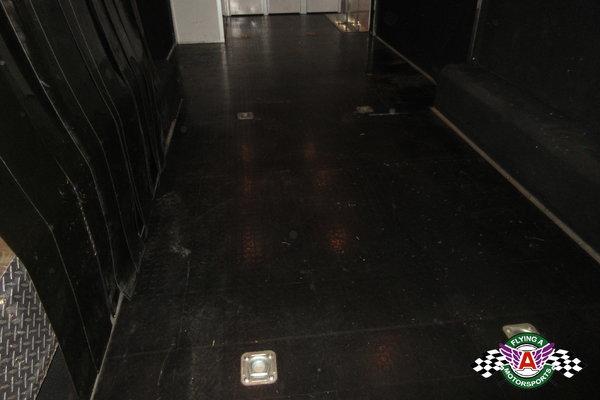 2006 Renegade 34' Lift Gate