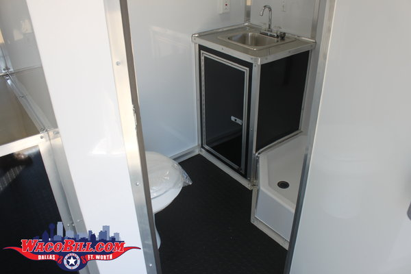 Used 34' Auto Master Bathroom/ Shower Package Wacobill.com