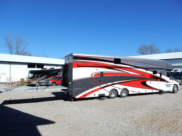 2017  Showhauler Garage Coach Car Hauler