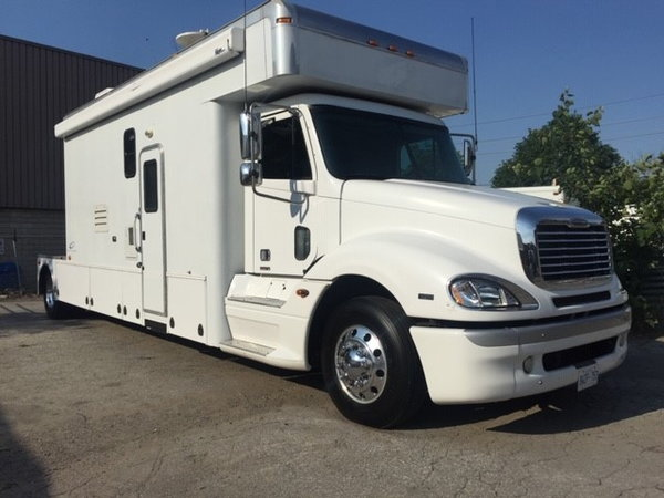 "2005 Freightliner Optima ""X"" 17' Toterhome  for Sale $117,000"