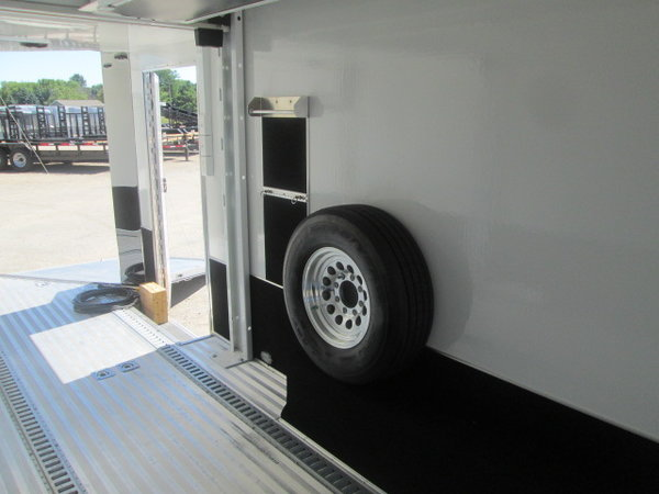 2016 Renegade 27' V-Nose Coach trailer  for Sale $45,000