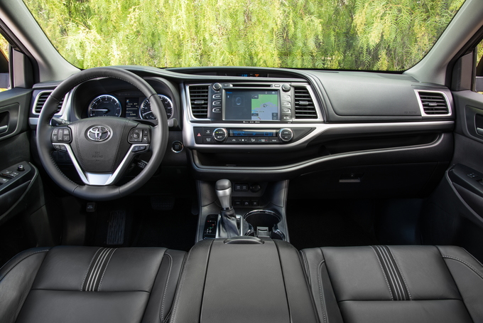 Three Row Midsize Crossover Suvs Are Today S Favored Mode Of Transportation For Families And Their Friends With The 2018 Toyota Highlander Operating In