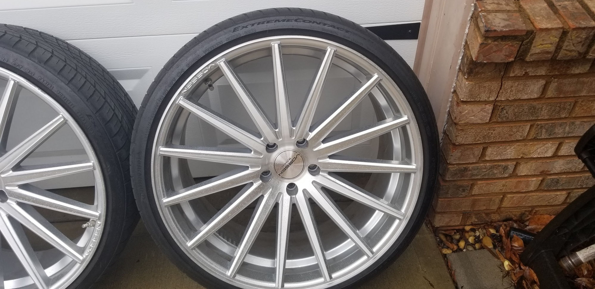 FOR SALE: Set of 4 22 inch Vossen VFS2 Staggered wheels and tires