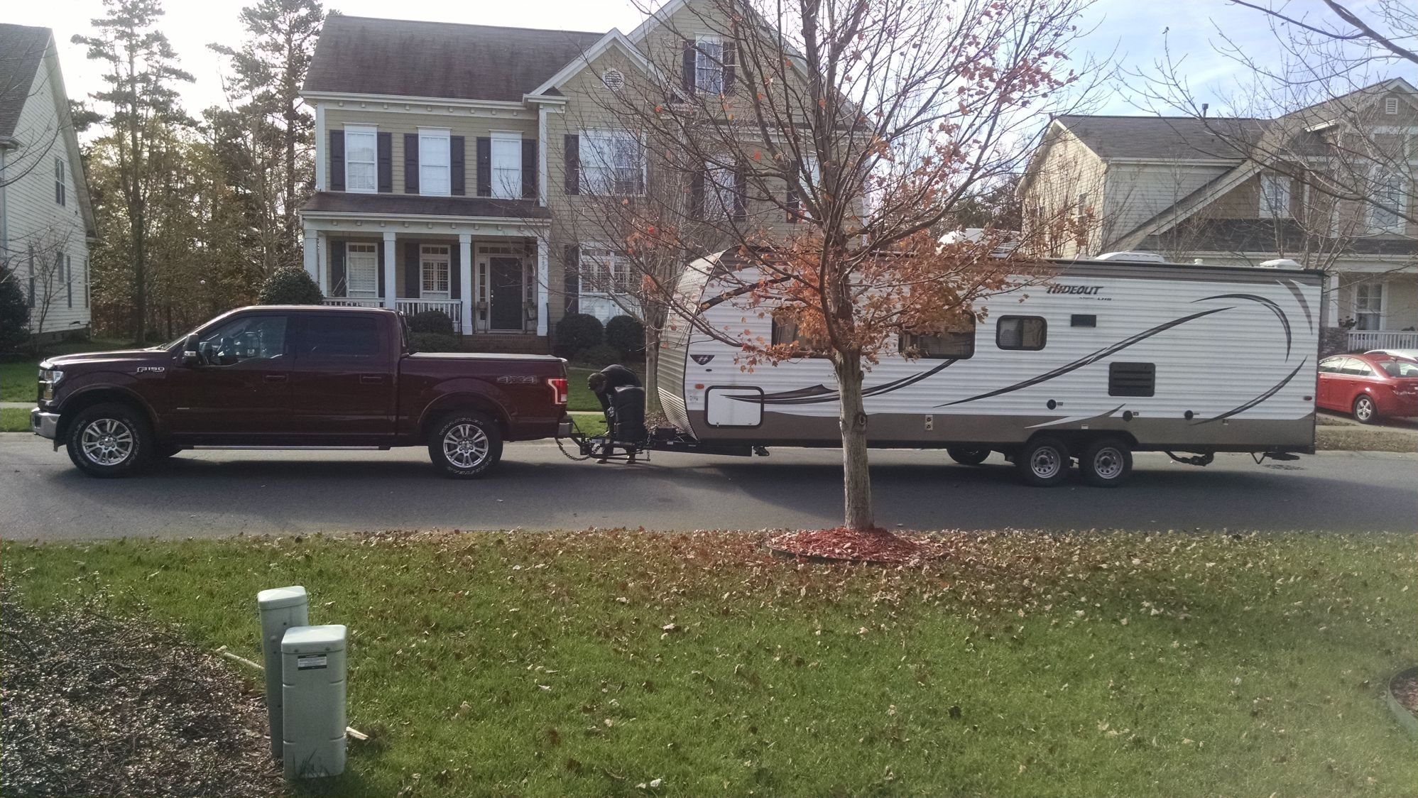 Weight distributing hitch setup with travel trailer