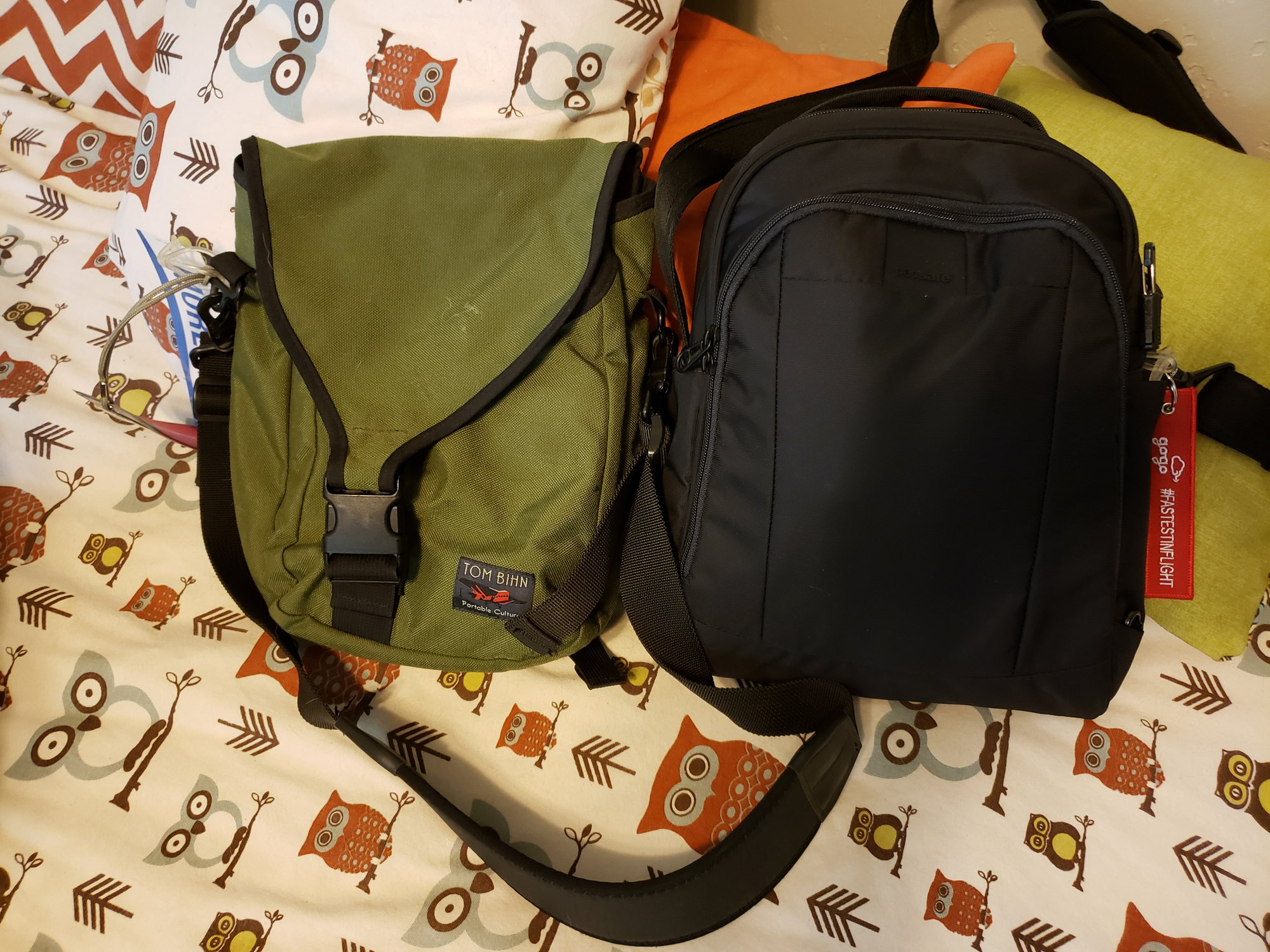 Opinions On Secure Bags Eg Pacsafe And Travelon Flyertalk Forums Security Zipper Lock Portable Mini Padlock For I Have An Original Tom Bihn Ristreto From 2010 That Got With My First Ipad It Fit The But Not Too Much Else Once Quart Liquid Bag Some Chargers