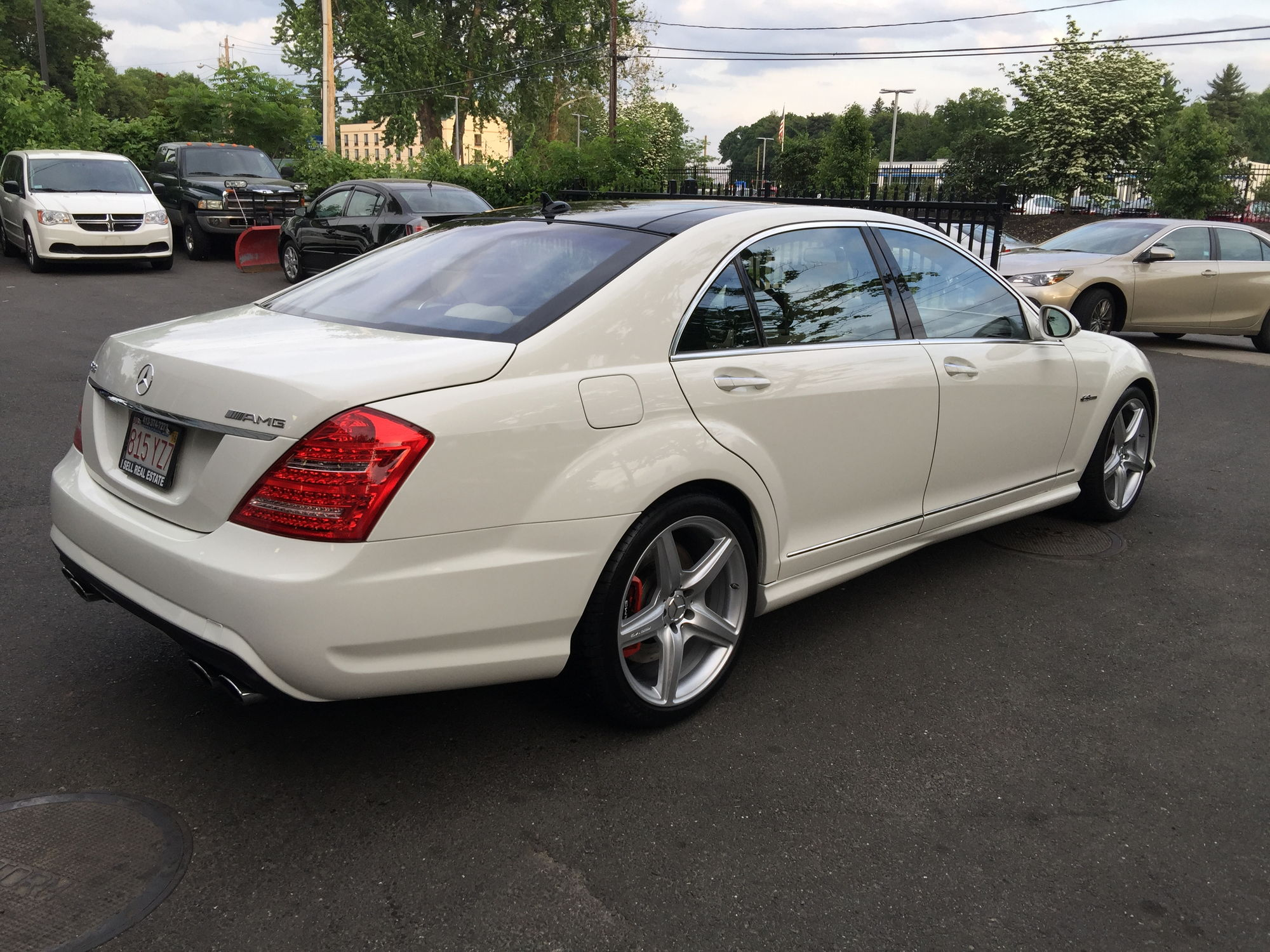 For sale very rare every option 2009 mercedes benz s63 for Mercedes benz options