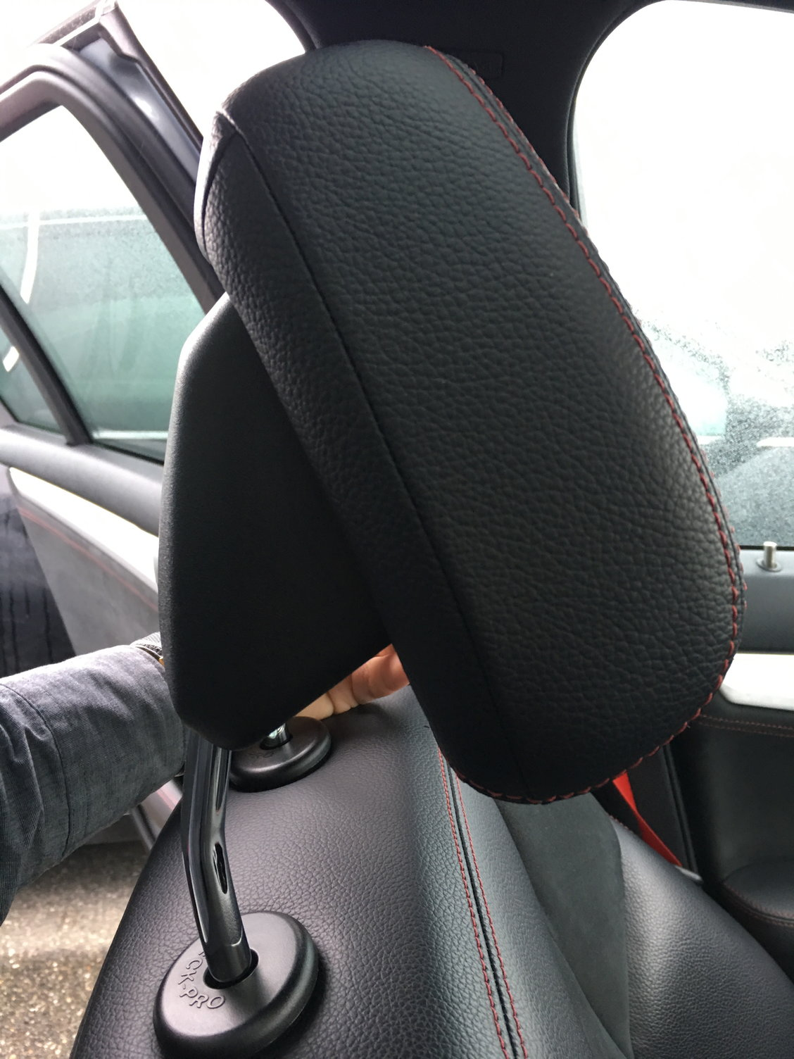 Broken headrest from repeated use - MBWorld org Forums
