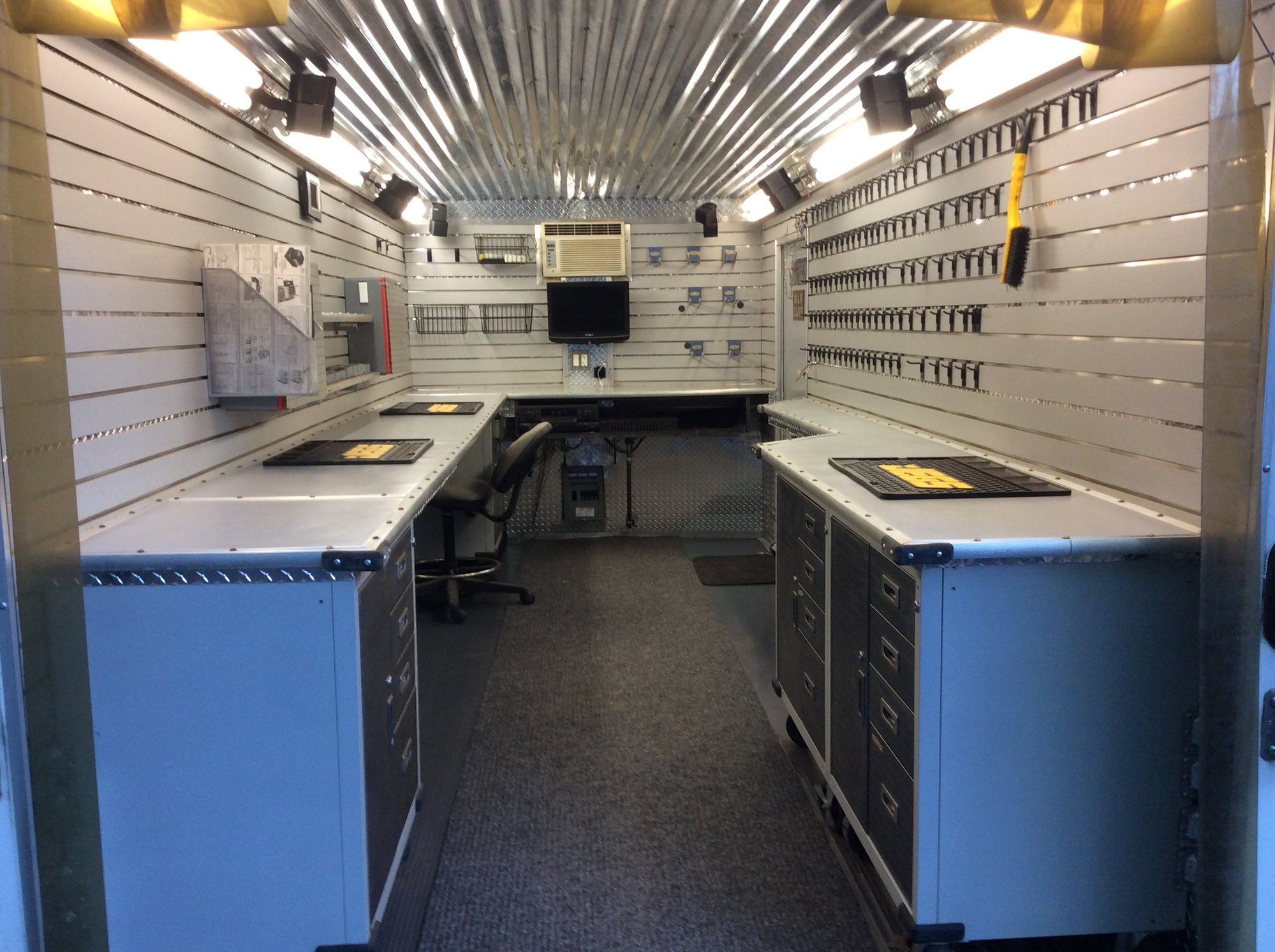 Ultimate Racing Workshop Mobile Man Cave 7 5 X 14 Enclosed