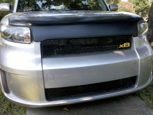 FIG grille with yellow xB badge, Magnet bra