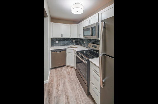 Eagle Creek Apartments 130 Reviews Westmont Il Apartments For