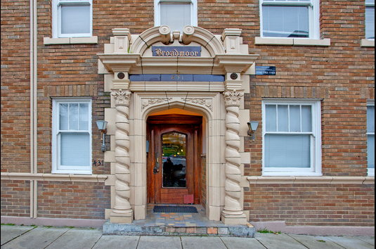 Image Of Broadmoor Apartments In Tacoma Wa