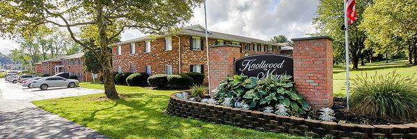Knollwood Manor