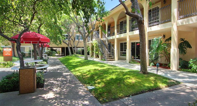 Image Of Madrid Apartments In Los Angeles Ca