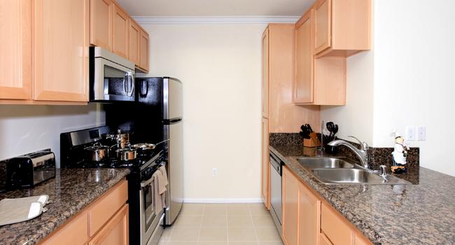 Modern Kitchen | Piero Apartments