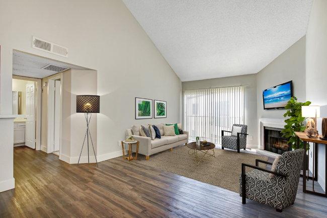 Town Center Apartments - 169 Reviews | Burbank, CA ...