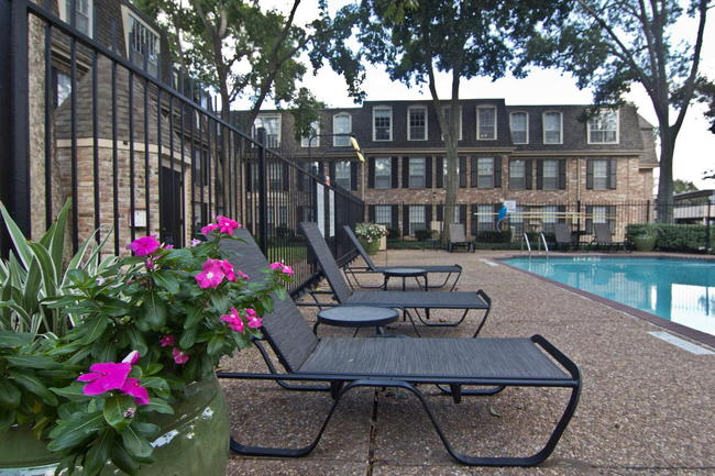 Brompton Court Apartments - Houston, TX 77025