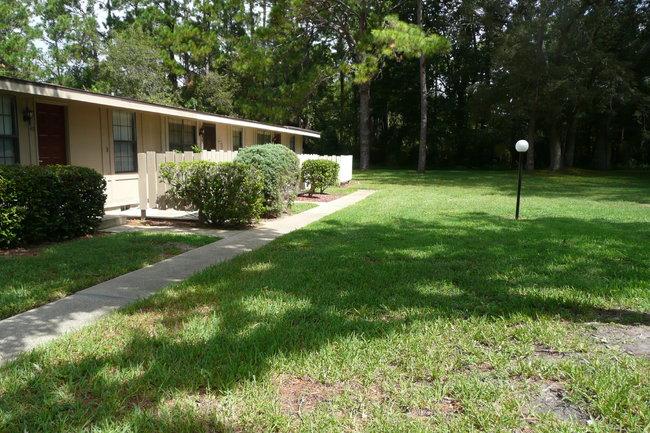 Resident Photo Of Camellia Court Apartments In Daytona Beach Fl